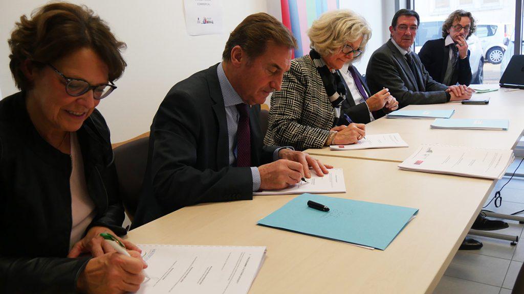Signature de la charte locale de développement commercial d'Hazebrouck
