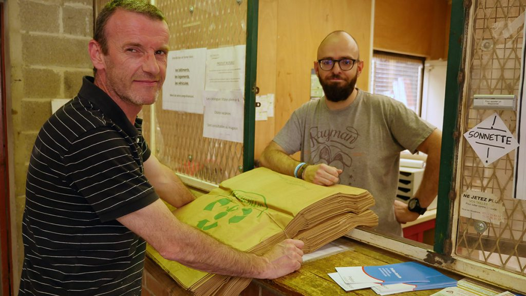 Distribution des sacs de collecte de végétaux