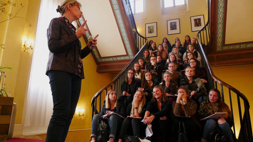 Des lycéens en visite à la mairie
