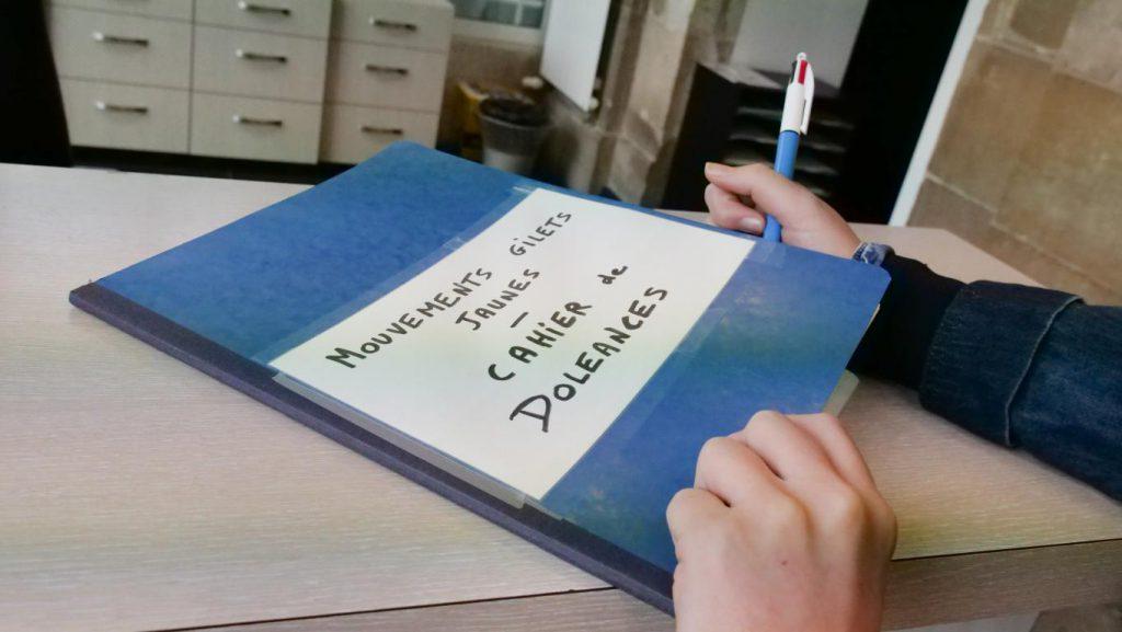 Cahier de doléances en mairie